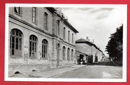 54. Tucquegnieux Centre. Avenue De La Mine. Ecole Des Filles - Autres Communes