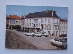 VAUCOULEURS (55): Carte Postale Ancienne  Hôtel JEANNE D'ARC - Renault 16 - JAMAIS CIRCULE - - France
