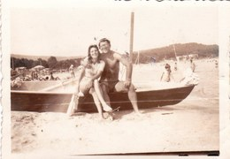 Old Real Original Photo - Naked Young Man Girl Posing On The Beach  - 8.5x6 Cm - Guerre, Militaire