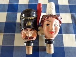 Lot De 2 Marionnettes / Tête Montée Sur Bouchon En Terre Moulée - Other