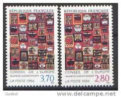 """France - Timbre De Service N° 112 Et 113 ** Conseil De L'Europe - Détail De """"36 Têtes"""" Oeuvre De HUNDERTWASSER - Neufs"""