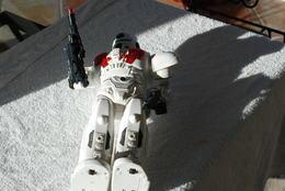 ROBOT A IDENTIFIER HAUTEUR 41 CM - Figurines