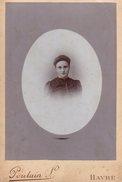 Grand CDV Portrait De Femme En 1868 Pour L'Exposition Internationale Du Havre - Le Havre 76600 - Photo Poulain L. - Personas Anónimos