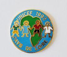 Pin's UNICEF Pays De Loire - BL17 - Badges
