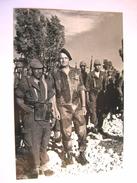 PHOTO MILITAIRE DES PARACHUTISTES LE COLONEL BIGEARD ET LE COMMANDO GEORGES EN ALGERIE
