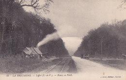 Cpa Liffré - Route En Forêt (attelage, Cabanes Des Bucherons) (édit. Sorel ) - Autres Communes