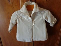 Manteau Authentique  Vintage De Bebe Pour Poupee -recontitution-epaule A Epaule 30cm Haut 44cm - Non Classés