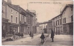 CHEF-BOUTONNE - Grande Rue - Vieille Voiture Décapotable - Docks Des Charentes - Animé - Chef Boutonne