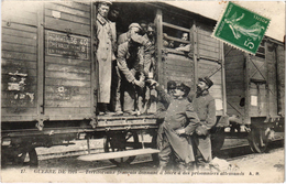 Territoriaux Français Donnant à Boire à Des Prisonniers Allemands - Guerre 14-18 - Carte Postée - Guerre 1914-18