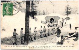 05 TOURNOUX - Exercice De Jeunes Soldats Dans Une Cour De La Batterie Des Caurres  (Recto/Verso)