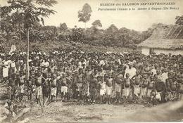 MISSION DES SALOMON SEPTENTRIONALES. PAROISSIENS VENANT A LA MESSE A GAGAN (ILE BUKA)(ETHNIQUE ET CULTURE) - Papua New Guinea