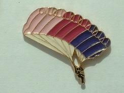 PIN´S PARACHUTE - PARACHUTISME - Parachutting