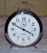 VINTAGE ANCIEN GROS RÉVEIL BAYARD FONCTIONNE Aiguilles Phosphorescentes TBE - Alarm Clocks