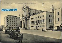 Lazio-civitavecchia La Cattedrale E Palazzo Vescovile Veduta Auto Depoca Bar Persone Bicicletta Animata Primi Anni 50 - Civitavecchia