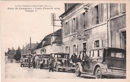 Jolie Carte Postale Ancienne De La Nièvre - Saint Pierre Le Moutier -Hôtel Du Commerce -Louis Clouard Prop. -automobiles - Saint Pierre Le Moutier