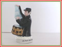 Puy Du Fou .. Garde Champêtre ... Ref. AFF : 50-2005 .. (pan 0032) - Regions