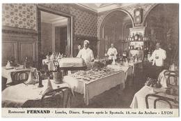 LYON (69, Rhône) Restaurant FERNAND 15 Rue Des Archers - Personnel Préparant La Salle - Beau Plan - Lyon