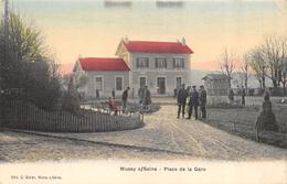 CPA 10 MUSSY SUR SEINE PLACE DE LA GARE Colorisée - Mussy-sur-Seine