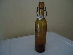 Bouteille à Inscriptions En Relief  - De 1928 (89 Ans !) - France - BRASSERIE DE LIMOUX AUDE - à Fermeture Mécanique - 0 - Bière