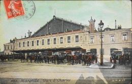 CPA. FRANCE - Marseille - Gare St-Charles - Gros Plan De Nombreux Attelages - Daté 1911 - TBE - Estación, Belle De Mai, Plombières