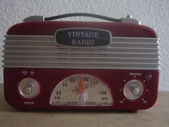 VINTAGE RADIO 40 S EN BAKELITE ROUGE OU PLASTIQUE DUR - Apparatus