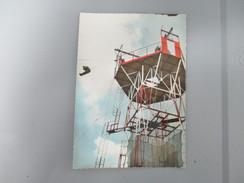 CPA PHOTO PARACHUTISME ENTRAINEMENT AU SOL SORTIE DE LA TOUR DE DEPART - Parachutisme