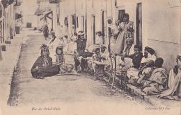 Biskra - Rue Des Ouled-Nails (familles Prenant Le Thé Dans La Rue) Circulé 1905