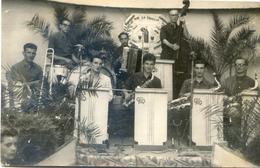 Carcassonne - Photo De La Fête De La Trivale En 1948 Pour La St Saturnin - C R Orchestre - (devise : Manger Boire Dormir - Personnes Anonymes