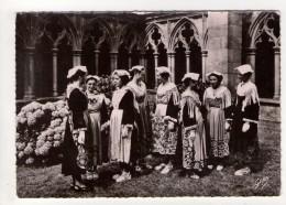 CP 10*15-UP227-BRETAGNE COIFFES ET COSTUMES AURAY VANNES  JEUNES FEMMES CLOITRE - Auray