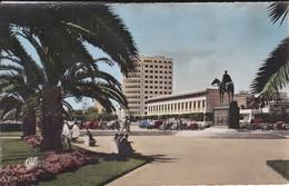 MAROC---CASABLANCA--la Statue Et La Place Lyautey----voir 2 Scans - Casablanca