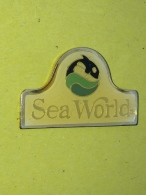 PINS 35 - SEA WORLD, FISH - Animaux