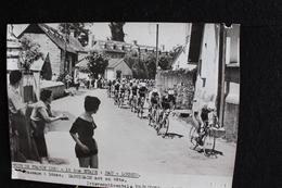 30/Tour De France 1956 - 12 ème Étape: Pau - Luchon. Passage à Bénac. Darrigade Est En Tête . - Cyclisme