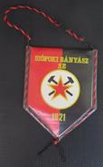 Siofoki Banyasz SE Hungary  FOOTBALL CLUB, SOCCER / FUTBOL / CALCIO, OLD PENNANT, SPORTS FLAG - Uniformes Recordatorios & Misc