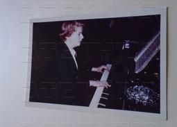 Ginette Doyen PIANO  : Petite Photo Couleur D'époque Et Certainement Originale Issue Collection D'un Célèbre - Célébrités