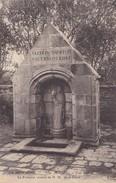 BEUZEC-CAP SIZUN. - La Fontaine Vénérée De N.D. De La Clarté. Carte Très Rare - Beuzec-Cap-Sizun