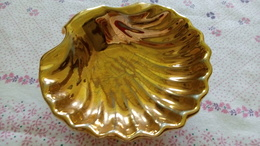 Montigny Limoges - COQUILLE SAINT JACQUES Porcelaine Doré - 12cmx12cm - 140g - Limoges (FRA)