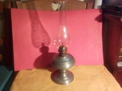 ANCIENNE LAMPE A PETROLE 95% ETAIN TRES BEAU MOTIF IMPECABLE ! - Tins