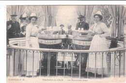Carte Postale Ancienne De La Nièvre - Pougues Les Eaux - Les Donneuses D'eau - Pougues Les Eaux