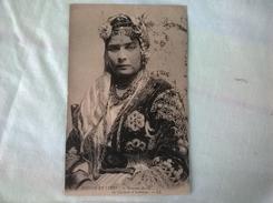Afrique Du Nord Scènes Et Types Femme Arabe En Costume D'intérieur - Africa