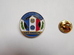 Beau Pin's , Police , Amicale , Les Andelys , Eure , Carte De France Tricolore - Police
