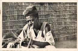 Pays Div-ref H786- Yoko -cameroun - Coiffure -cheveux - Fabricant De Nattes  -carte Bon Etat  - - Cameroun