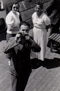 Photo Originale Photographe Amateur Sur Un Paquebot, Vue Plongeante En 1937 - 2 Jolies Femmes à L'Observation - Personnes Anonymes
