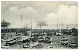 BRIGHTON : CROWDS WATCHING ROUGH SEA NEAR PALACE PIER - Brighton
