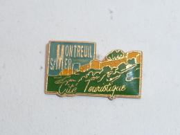 Pin's MONTREUIL SUR MER, CITE TOURISTIQUE