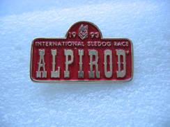Pin's à Double Attache:  Course Internationale De Chiens à ALPIROD En 1993 - Animals