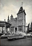 Fosses - Les Voitures Devant L' Hôtel De Ville - Fosses-la-Ville