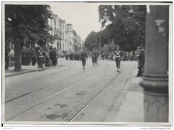 SINT - NIKLAAS ..-- MILITARIA . Juste Après La Guerre De 40 . Défilé Des TROUPES Du COMMANDANT Roger HARDY . - Sint-Niklaas