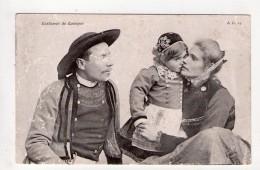 CPA-UP338-BRETAGNE COIFFES ET COSTUMES  DE QUIMPER COUPLE ET ENFANT - Quimper