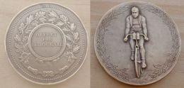 DB-210Médaille En Bronze (gravé Sur La Tranche)  Signée Gallo Cyclisme - Religion & Esotérisme