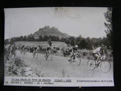 135 / Tour De France 1955, 12 ème Etape, Millau - Albi :  Le Peloton à Severac - Chateau